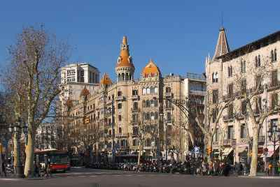 Pack of 4 commercial spaces in the centre of Barcelona